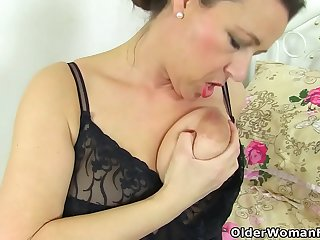 English milf Eva Jayne dildo..