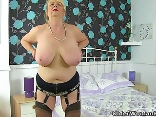 English gilf Elle slides a..