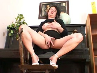 Mature mom Hedvika hairy..